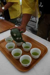 2009丁寧に茶サービス.jpg