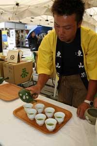 2009日本橋スタッフ茶サービ.jpg